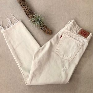 Levis High Rise Raw Hem Jeans sz 30